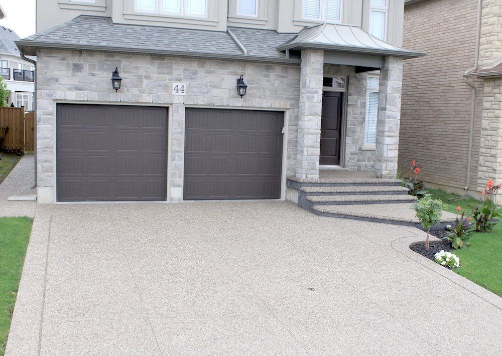Aggregate driveway grooveborder